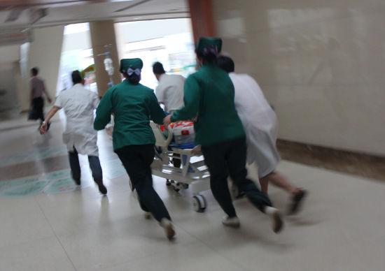 新余市人民医院急诊科争分夺秒