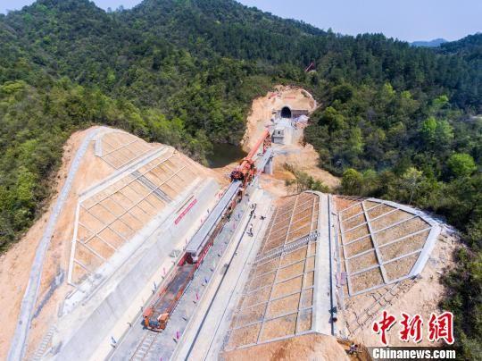 航拍皖赣铁路浯溪口水库改线工程施工