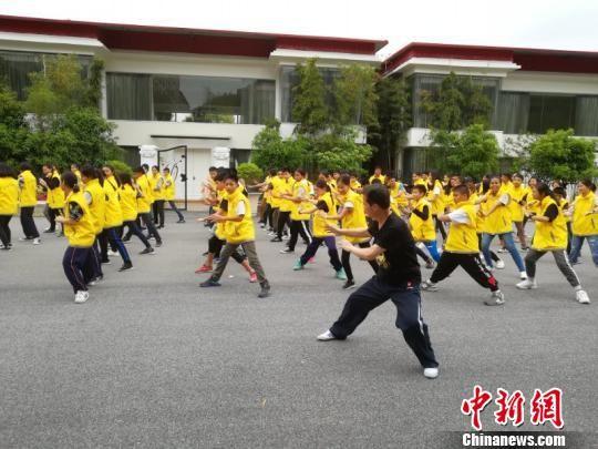 泰国华裔青少年鹰潭学习中国传统文化课程