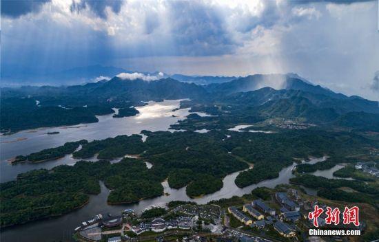 航拍2018新开户送体验金仙女湖雨后美如瑶池仙境