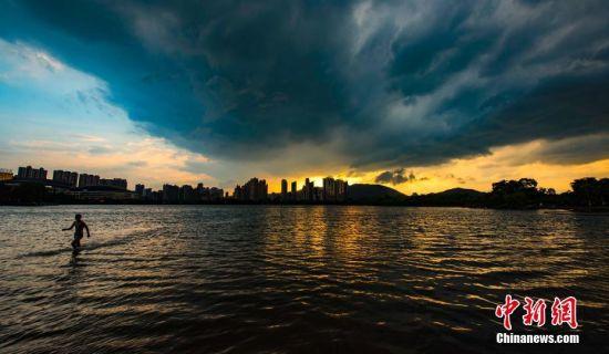 强对流天气来袭 新余上空风云变幻
