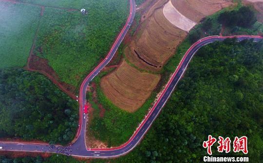 航拍莲花国际半程马拉松 选手饱览乡村美景