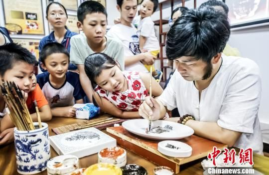 龙8国际娱乐手机登录省首家非遗主题图书馆在赣州开馆