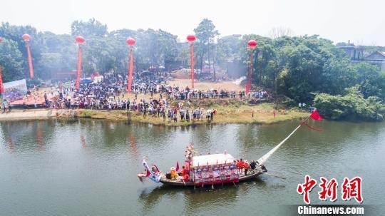 龙8国际娱乐手机登录都昌举行民间划龙船活动迎端午