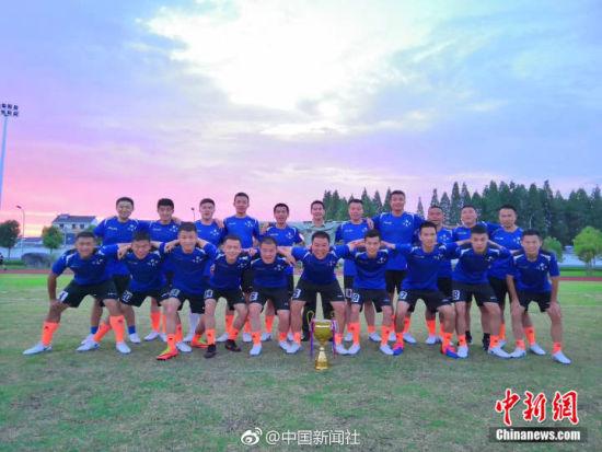 世界杯时间:绿荫场上旌旗红 强军足球赛英雄