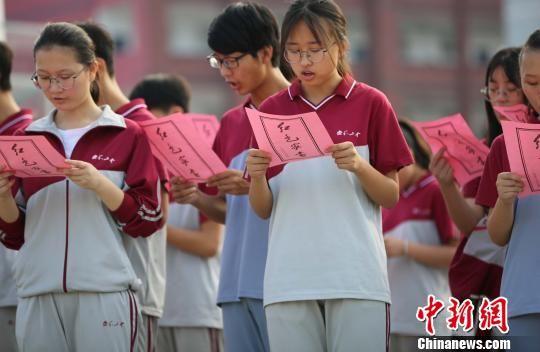 注册送白菜网泰和两千余名学生列队 齐声诵读红色家书