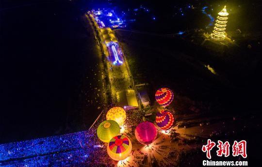 热气球亮相注册送白菜网广昌夜晚