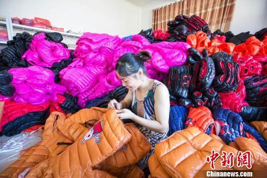 龙8国际娱乐手机登录知名淘宝村:家家户户做羽绒服 无商不电