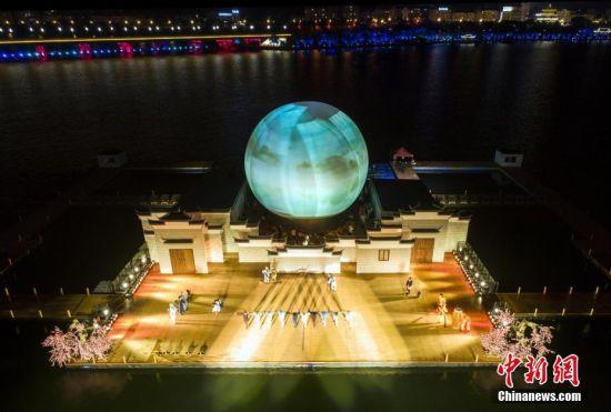 龙8国际娱乐手机登录实景水秀《遇见武宁》上演视觉盛宴