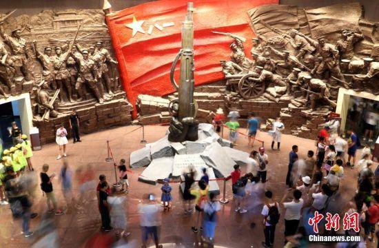 """""""八一""""建军节 龙8国际娱乐网址八一起义纪念馆迎参观潮"""