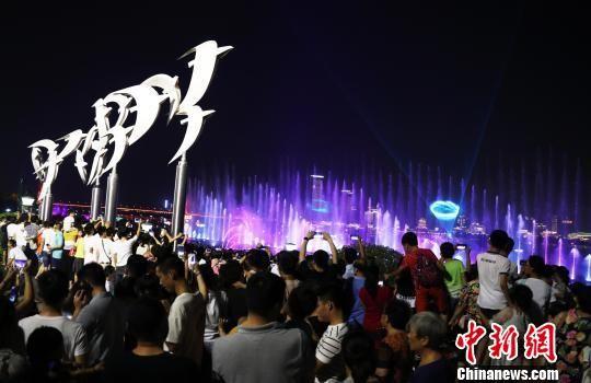 最全送彩金白菜网站秋水广场音乐喷泉全新亮相 引数千人围观