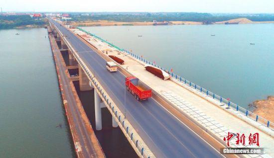 航拍319国道注册送白菜网泰和赣江大桥合龙