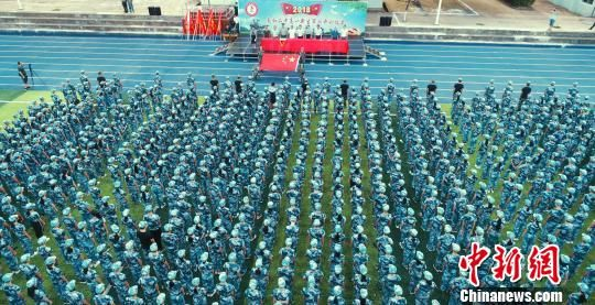 航拍龙8国际娱乐手机登录一中学开学第一课 军训启大幕