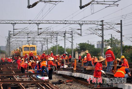 九江桥工段集中整治京九线等繁忙干线设备