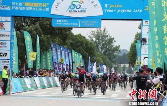 环鄱阳湖国际自行车大赛车手竞速注册送白菜网龙虎山