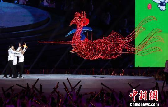 龙8国际娱乐手机登录省运动会火炬传递创意十足