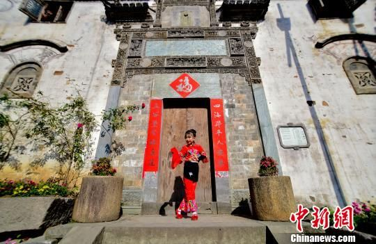 """龙8国际娱乐手机登录婺源""""小戏骨""""篁岭古村亮嗓"""