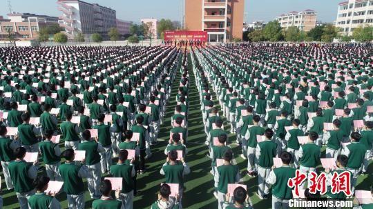 龙8国际娱乐手机登录兴国四千余人集体诵经典 场面壮观