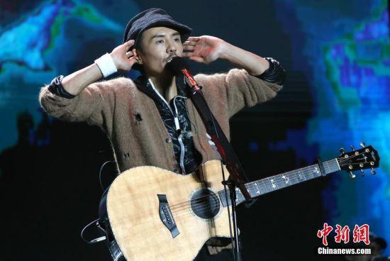 朴树亮相龙8国际娱乐手机登录龙8国际娱乐网址 献唱诸多经典曲目