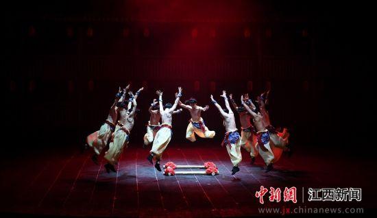 赣南歌舞《客家儿郎》上演 展现客家民俗民风