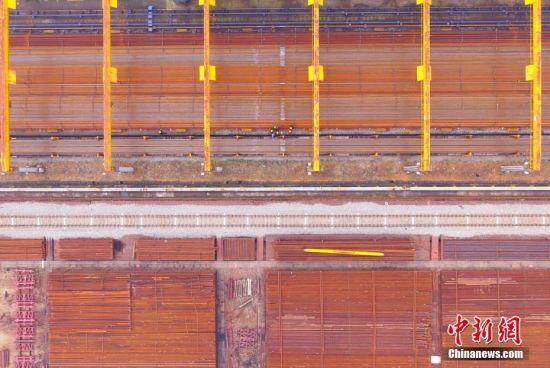 春运前夕航拍华东地区最大高铁焊轨基地