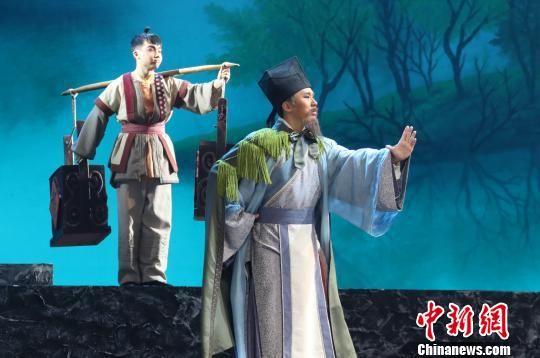 新编婺源徽剧《朱子还乡》在龙8国际娱乐网址上演