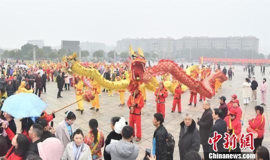 龙8国际娱乐手机登录进贤:民俗文化灯彩闹新春