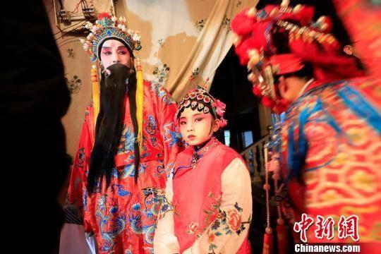 注册送白菜网庐山:祖孙同台唱大戏非遗文化闹新年