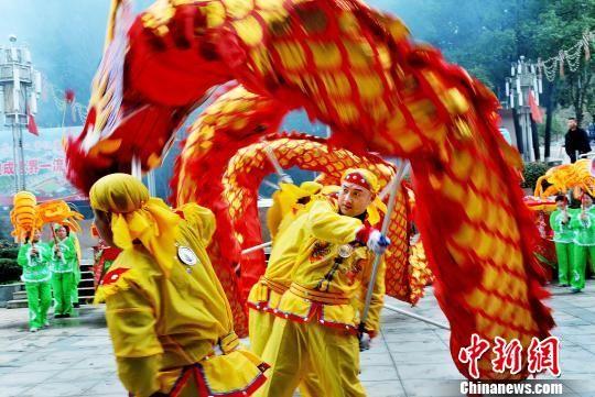 龙8国际娱乐手机登录德兴农民舞蛟龙、扭秧歌闹新春