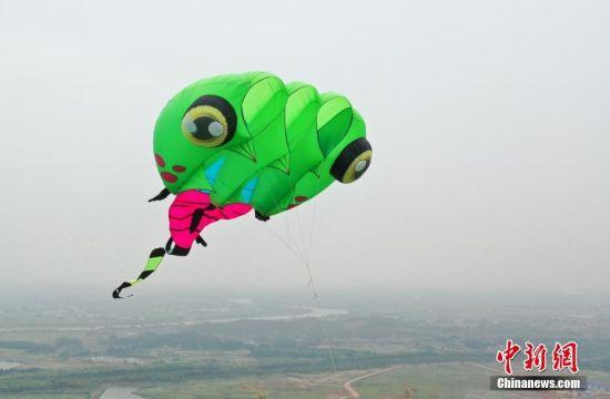 风筝选手齐聚2018新开户送体验金安义 展示造型迥异风筝