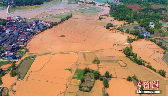 注册送白菜网泰和遭强降雨袭击致受灾 村庄变泽国