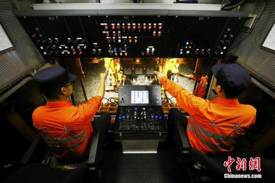京九鐵路(lu)線上(shang)的養路(lu)人