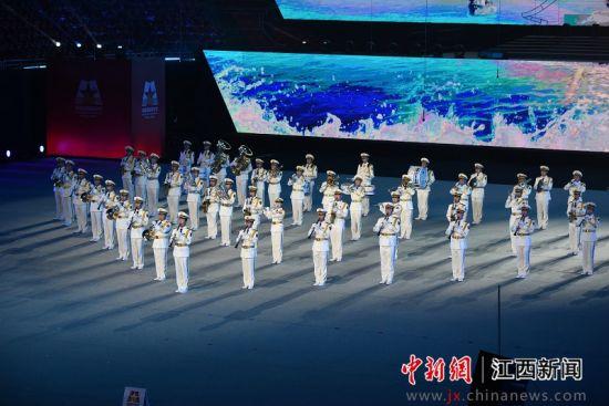 第六(liu)屆南昌國際軍(jun)樂節行進表演晚會(hui)舉行