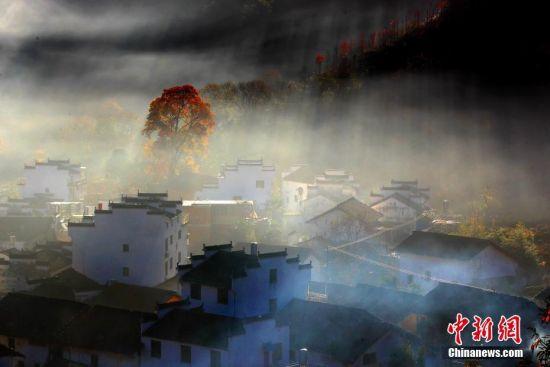 """江(jiang)西婺(mou)源古村石城(cheng) """"楓景""""迷人"""