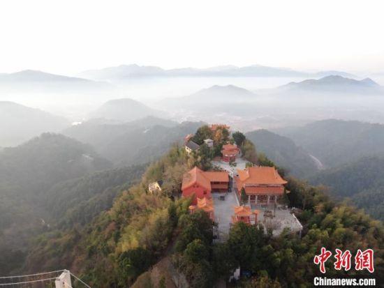 航拍江(jiang)西全南天(tian)龍山(shan)日出美景