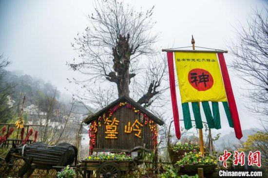 祭山神(shen)跳儺舞 江西(xi)古村冬(dong)至(zhi)上演民俗zhuang)笙 width=