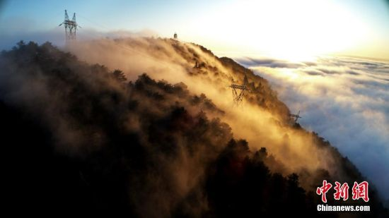 航(hang)拍江西廬山現壯觀雲海 如夢如幻