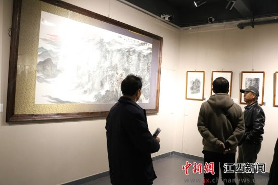 《大美(mei)明(ming)月山》張(zhang)鐵石專題畫(hua)展開(kai)幕