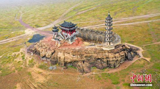 航拍水中(zhong)古建築落(luo)星墩