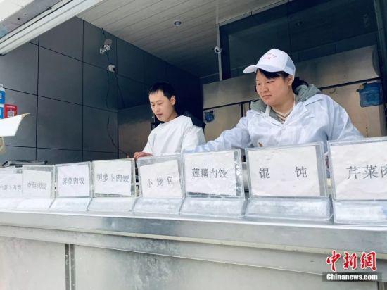 """靠包餃子包出(chu)了(liao)一(yi)套(tao)房 新余(yu)""""水餃哥""""火了(liao)"""