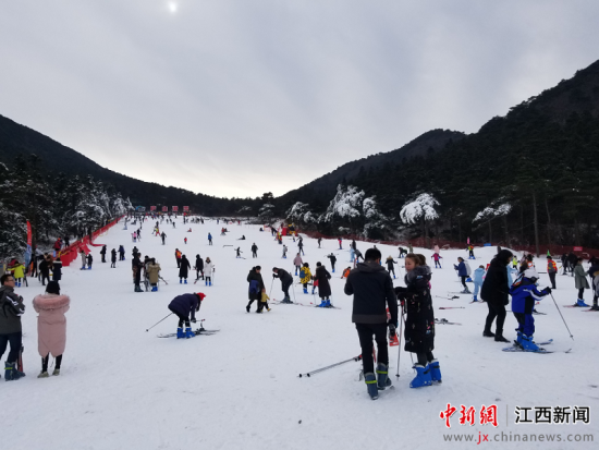 "滑雪、賞(shang) (song)、泡泉 廬山""冰雪嘉年華""啟(qi)幕"