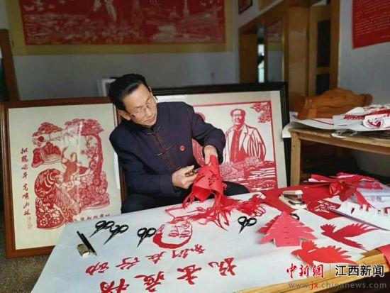 江西(xi)新余︰剪(jian)紙傳遞抗疫(yi)正能量