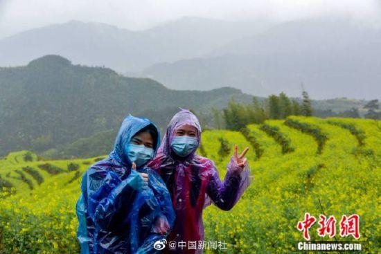 """英雄(xiong)歸來!中國(guo)最美鄉村迎來""""最美抗疫戰士(shi)"""""""