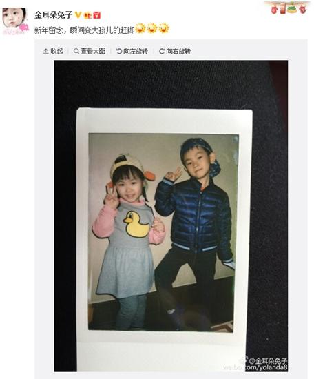 王宝强一双儿女俏皮合影娜娜举剪刀手卖萌(图)
