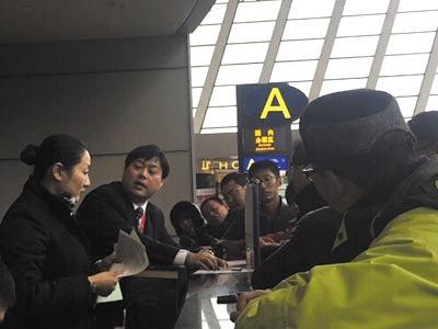 东航疑超售机票致40多人滞留机场