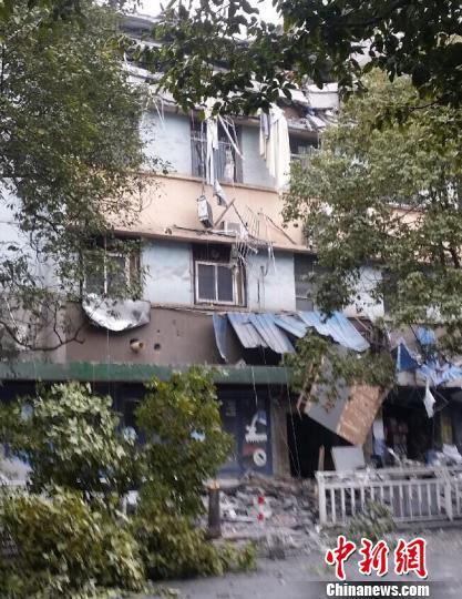 江西萍乡6层房屋发生部分坍塌8人获救1人遇难(图)