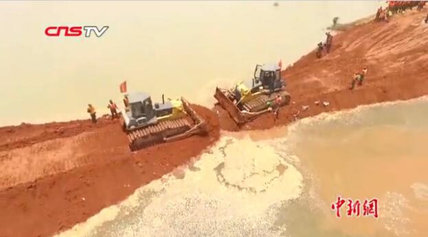 江西鄱阳河堤溃口处截流顺利合龙